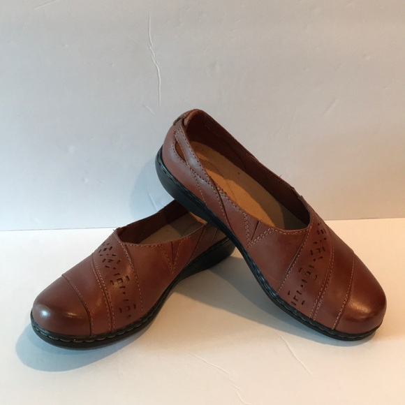 b4dc1ae9d9c Clarks Shoes - Clarks Size 7 1 2 Medium Brown Shoes Like New!